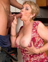 Older divorced girl Lin Boyde seduces the junior man that moved in next door