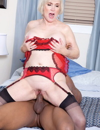 Older woman Lola Lee realizes her dream of fucking a dark-hued man