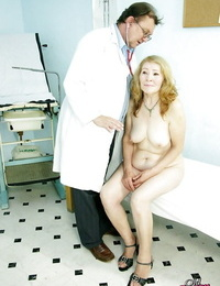 Grannies wet vagina getting spread open broad at the Gynos office