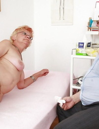 Short-haired granny in stockings getting her honeypot examed and cumswap