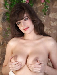 Busty over 30 Mummy Katie pawing her perfect large congenital hooters