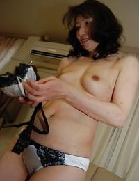 Mako Shinozuka reveals her amazing Asian boobies and hairy vagina