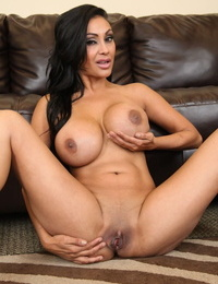 Indian drool-filled Priya Rai reveals her tits prior to a onanism session