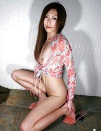 Long legged asian stunner with clean fanny Seira Narumi posing bottomless