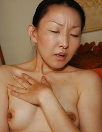 Asian lassie Yukie Ishikawa gets bare and has some pussy fingerblasting joy