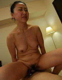 Asian Mummy Naoko Yamaguchi gets nailed and takes a cumshot on her chin