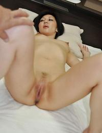 Asian MILF Mayumi Iihara gives a blowjob and likes sultry twatting