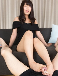 Japanese gal eliminates her stiletto high-heeled slippers in order to give a CFNM footjob