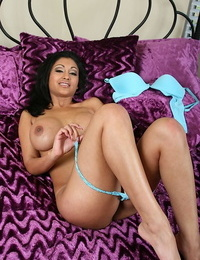 Stunning indian Mummy in lingerie unveiling her thick leaned and juicy g-spot