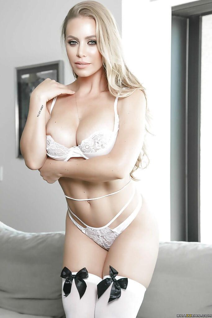 Nicole aniston tits