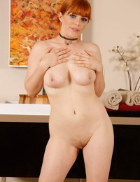 Masseuse with crimson hair Penny Pax peels off before her fortunate client comes