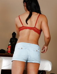 Great Asian babe Mia Li gets bare and prepares for undoubted rubdown
