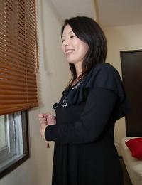 Close up masturbation from an ejaculates Asian with hairy pussy Takako Kitajima