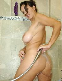 Older girl Persia Monir rails her absorption hitachi to glory in the bathroom