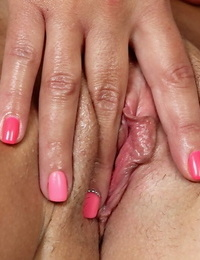 Wanking mummy Carrie taunts her tight ass and vagina in close up