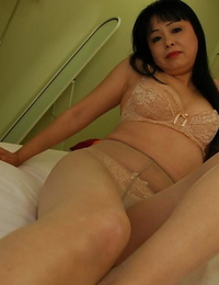 Horny asian mature girl Sachiko Matsushita getting rid of her clothes