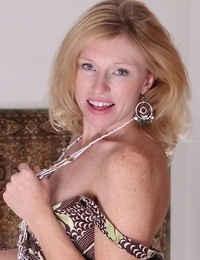 Nice light-haired mature mega-bitch with little boobs Holly stretching her beaver