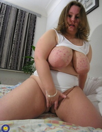 Big amateur exposes her fat orbs before pulling out a lovemaking fucktoy