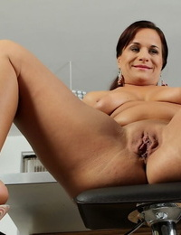 Soft stunner with mature sagging tits Katherine Ross without bra pussy