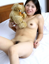 S/M Asian teenage Diep posing nude on her bed and stretching her gams