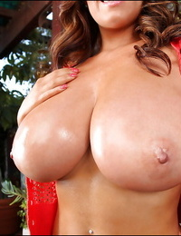 Thick titty stunner Sarah Nicola Randall lets epic boobs pleasure gel from brassiere