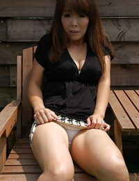 Frolic asian MILF Kayo Mukai unclothing and spreading her gams outdoor