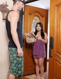 Asian chick Cindy Starfall pokings her bath towel to seduce the delivery stud