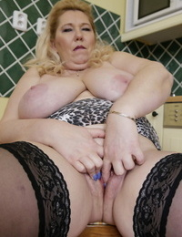 Mature blond with huge saggy tits masturbates with a fucktoy in rosebutt