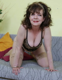Horny granny Radek thumbs & enjoyments her old wooly pussy with a faux-cock