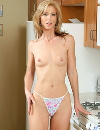 Tall mature American Dee Dee plays with a sex fucktoy in the kitchen