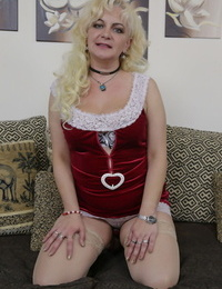 Busty granny peels off to her stockings before toying and fingerblasting her beaver