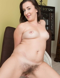 Czech solo lady Jessica Patt takes a sex toy to her S/M pubic hair