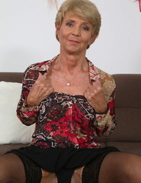 Brief haired granny Romana strips to her rosebutt and toys her mature cunt